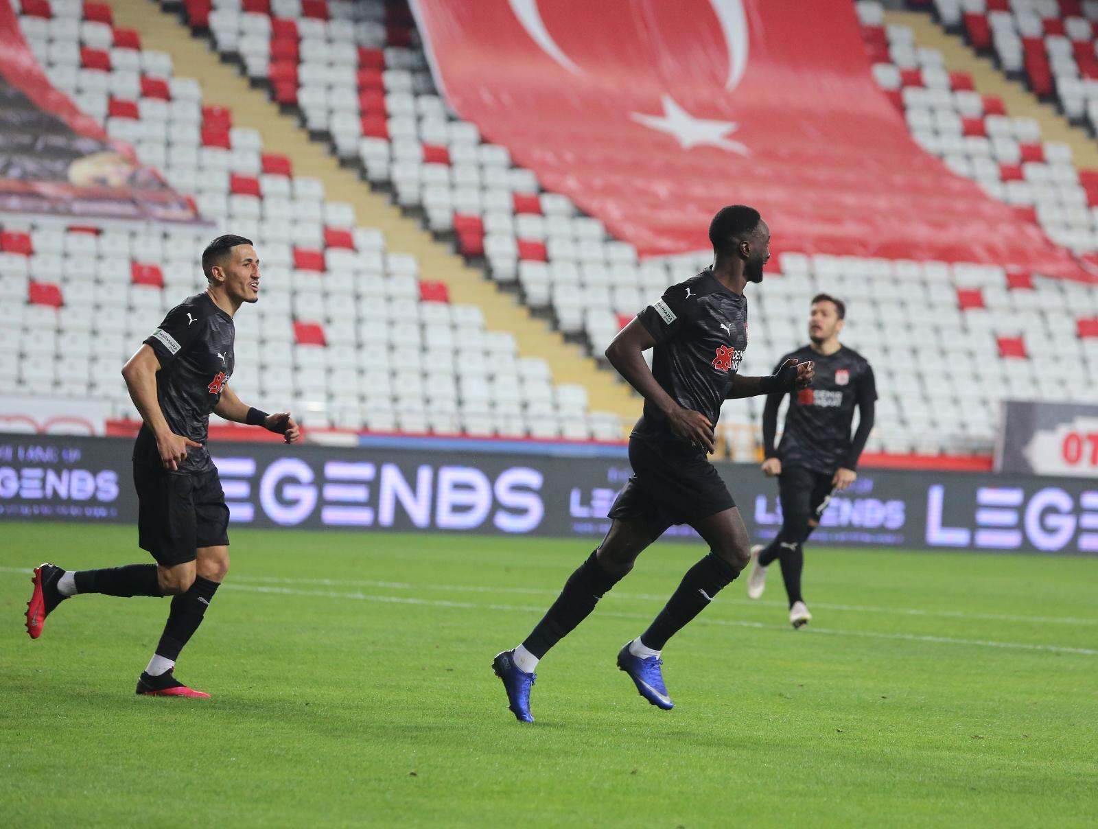 Yatabare ligdeki 9. golünü attı